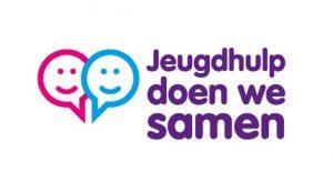 Logo van het project Jeugdhulp doen we Samen met links een roze en blauw getekend blij gezichtje en rechts de tekst Jeugdhulp doen we samen