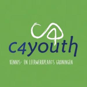 groene achtergrond met logo c4youth